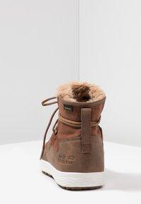 Jack Wolfskin - AUCKLAND TEXAPORE BOOT - Snowboot/Winterstiefel - desert brown/white - 3
