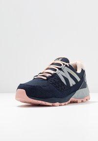 Jack Wolfskin - CASCADE HIKE TEXAPORE LOW - Hiking shoes - dark blue/pink - 3