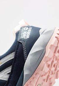 Jack Wolfskin - CASCADE HIKE TEXAPORE LOW - Hiking shoes - dark blue/pink - 2