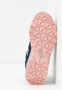 Jack Wolfskin - CASCADE HIKE TEXAPORE LOW - Hiking shoes - dark blue/pink - 5