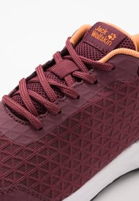 Jack Wolfskin - COOGEE LITE LOW - Trainers - burgundy/apricot - 5