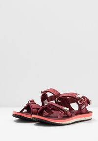 Jack Wolfskin - OUTFRESH DELUXE - Outdoorsandalen - carbernet/champagne - 2
