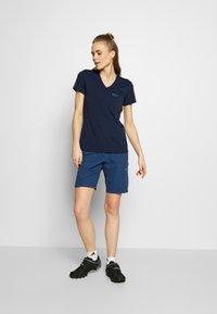 Jack Wolfskin - CROSSTRAIL WOMEN - T-Shirt basic - midnight blue - 1