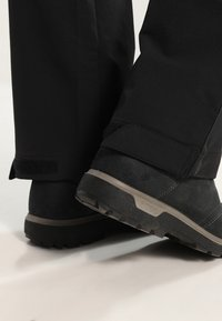 Jack Wolfskin - ACTIVATE WOMEN - Ulkohousut - black - 5