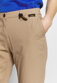Jack Wolfskin - DESERT ROLL UP PANTS - Outdoor trousers - sand dune - 3