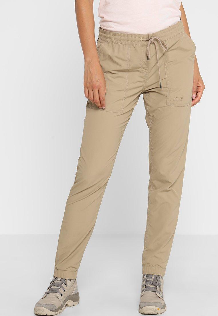 Jack Wolfskin - KALAHARI CUFFED PANTS WOMEN - Pantalones - sand dune