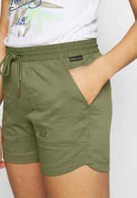 Jack Wolfskin - SENEGAL SHORTS - Sports shorts - delta green - 4