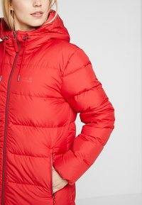 Jack Wolfskin - CRYSTAL PALACE COAT - Down coat - ruby red - 5