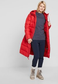 Jack Wolfskin - CRYSTAL PALACE COAT - Down coat - ruby red - 1