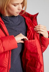 Jack Wolfskin - CRYSTAL PALACE COAT - Down coat - ruby red - 4