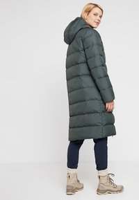 Jack Wolfskin - CRYSTAL PALACE COAT - Dunkappa / -rock - greenish grey - 2