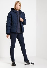 Jack Wolfskin - CRYSTAL PALACE JACKET - Dunjakke - midnight blue - 1