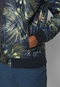 Jack Wolfskin - TROPICAL BLOUSON - Veste coupe-vent - midnight blue