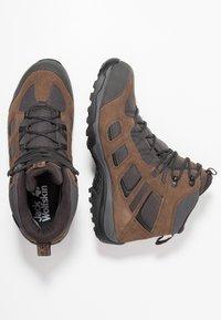 Jack Wolfskin - VOJO HIKE 2 TEXAPORE MID - Hiking shoes - dark wood - 1