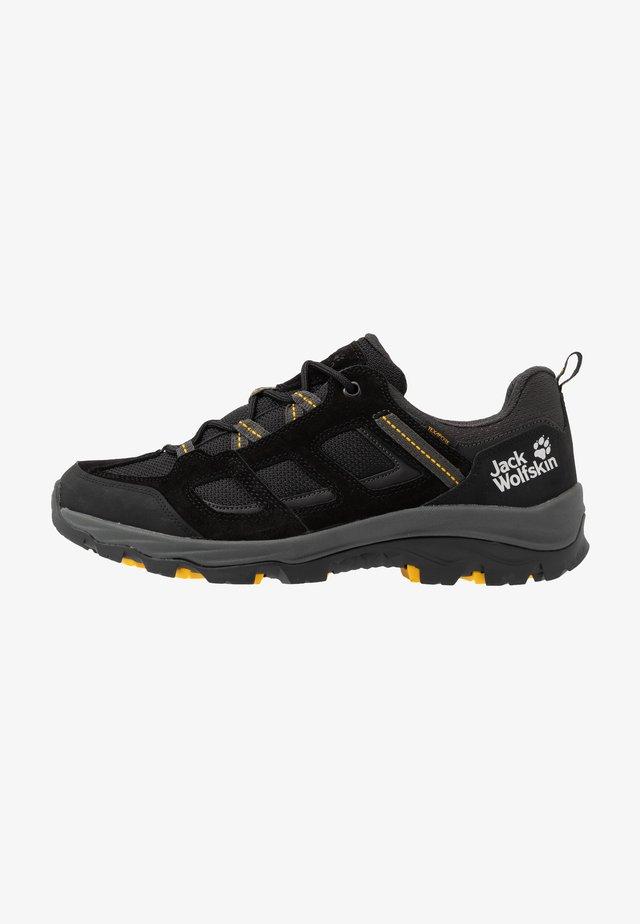 VOJO 3 TEXAPORE LOW - Hiking shoes - black/burly yellow