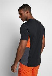 Jack Wolfskin - NARROWS - T-shirt z nadrukiem - black - 2