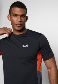 Jack Wolfskin - NARROWS - T-shirt z nadrukiem - black - 5