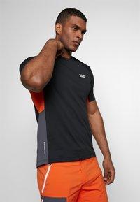 Jack Wolfskin - NARROWS - T-shirt z nadrukiem - black - 3