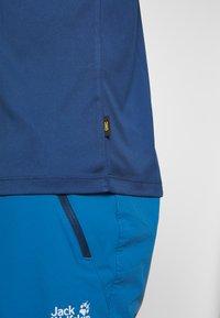Jack Wolfskin - PEAK GRAPHIC - T-shirt z nadrukiem - dark indigo - 5