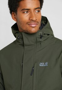 Jack Wolfskin - WEST JACKET - Kurtka Outdoor - dark moss - 3