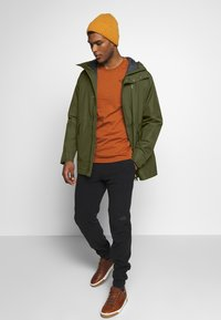 Jack Wolfskin - CAPE POINT JACKET - Hardshelljacka - dark moss - 1