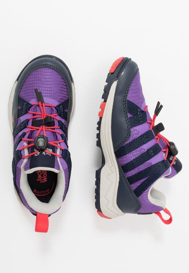 THUNDERBOLT TEXAPORE LOW  - Trekingové boty - purple/dark blue