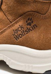 Jack Wolfskin - CITY BUG TEXAPORE MID - Hikingschuh - desert brown/champagne - 2