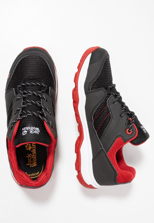 MTN ATTACK 3 XT TEXAPORE LOW - Zapatillas de senderismo - black/red