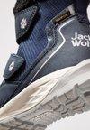 Jack Wolfskin - POLAR WOLF TEXAPORE MID - Botas para la nieve - dark blue/offwhite