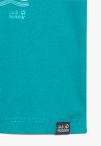 Jack Wolfskin - OCEAN KIDS - T-shirt z nadrukiem - green ocean - 4