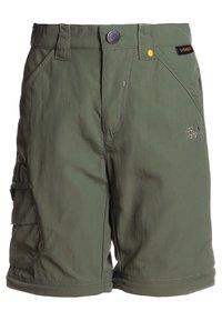 Jack Wolfskin - SAFARI ZIP OFF PANTS 2-IN-1 - Outdoorové kalhoty - woodland green - 2