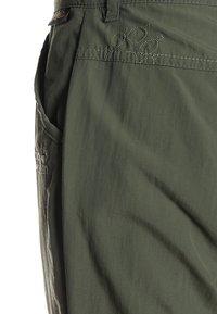 Jack Wolfskin - SAFARI ZIP OFF PANTS 2-IN-1 - Outdoorové kalhoty - woodland green - 5