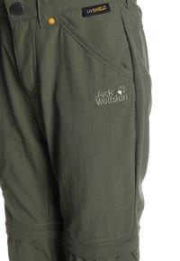 Jack Wolfskin - SAFARI ZIP OFF PANTS 2-IN-1 - Outdoorové kalhoty - woodland green - 3