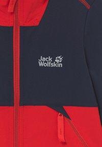 Jack Wolfskin - TURBULENCE BOYS - Softshellová bunda - peak red - 3