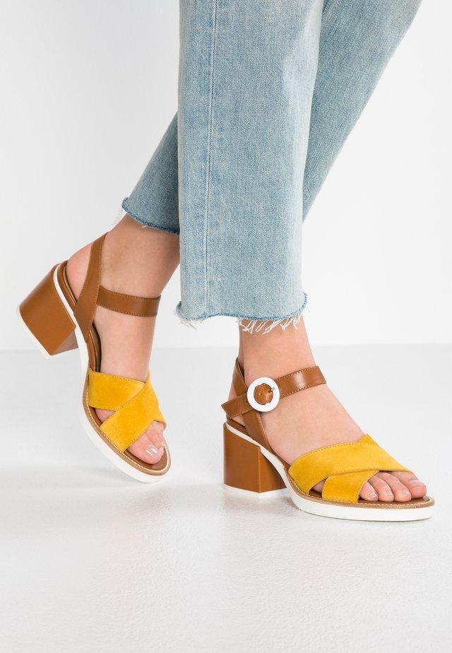 Sandaalit nilkkaremmillä - bella dafne/giallo