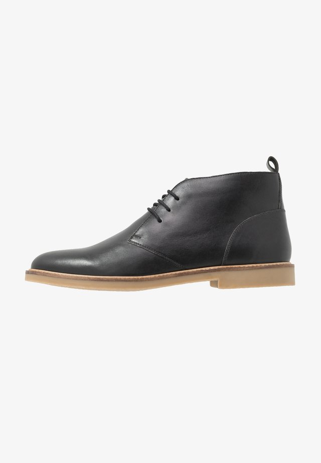 EXTRA WIDE FIT CHUKKA - Casual lace-ups - black