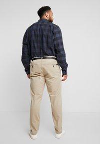 Jack´s Sportswear - STRETCH WITH BELT - Chinot - sand - 2