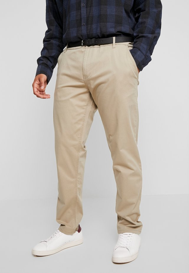 STRETCH WITH BELT - Chino - sand