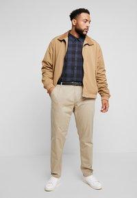 Jack´s Sportswear - STRETCH WITH BELT - Chinot - sand - 1
