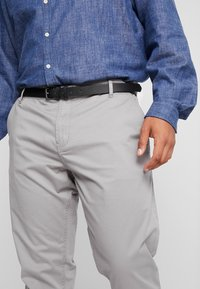 Jack´s Sportswear - STRETCH WITH BELT - Chinos - grey - 4