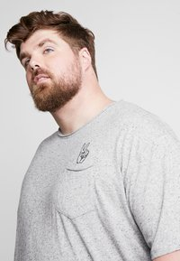 Jack´s Sportswear - HAND EMBROIDERY TEE - Print T-shirt - grey - 3