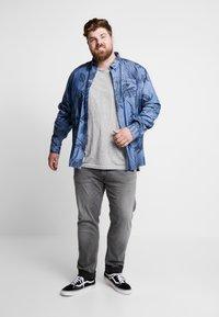 Jack´s Sportswear - HAND EMBROIDERY TEE - Print T-shirt - grey - 1