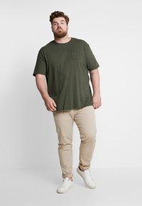 Jack´s Sportswear - GARMENT DYED SLUB TEE - Basic T-shirt - army - 1