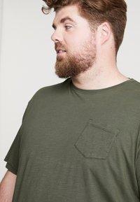 Jack´s Sportswear - GARMENT DYED SLUB TEE - Basic T-shirt - army - 4
