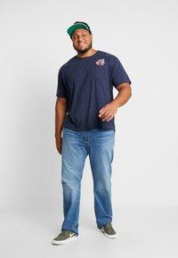 Jack´s Sportswear - CHEEKY POCKET TEE - Print T-shirt - navy mix - 1