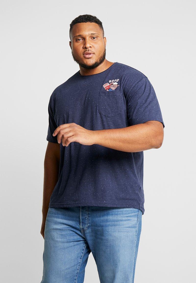 Jack´s Sportswear - CHEEKY POCKET TEE - Print T-shirt - navy mix