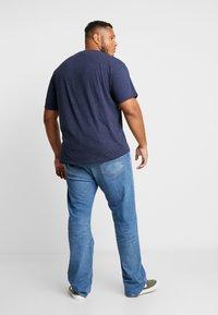Jack´s Sportswear - CHEEKY POCKET TEE - Print T-shirt - navy mix - 2