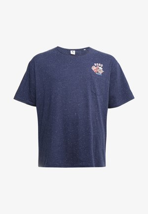 CHEEKY POCKET TEE - Triko s potiskem - navy mix