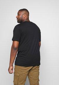 Jack´s Sportswear - BASIS TEE SINGLE 2 PACK - Basic T-shirt - black - 2