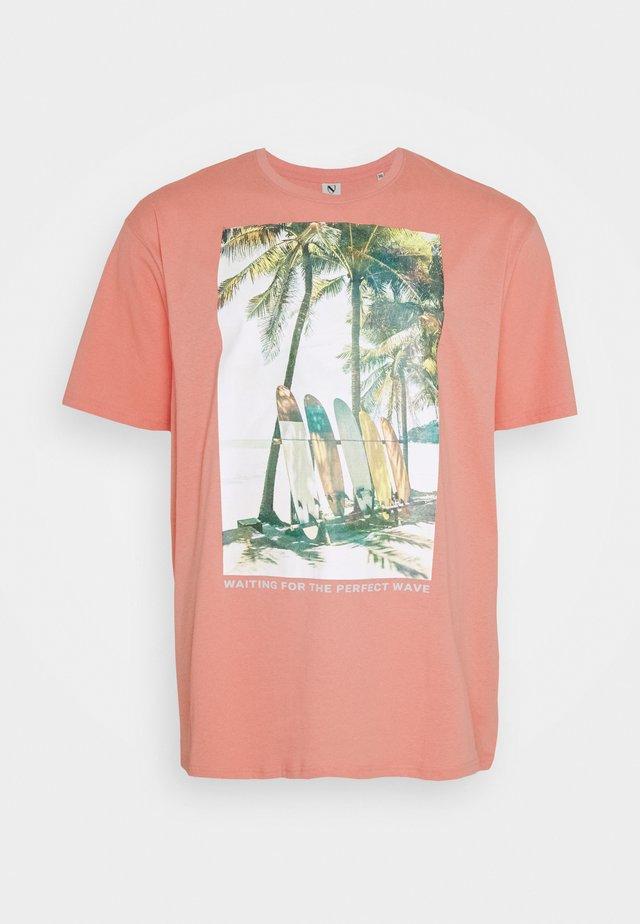 SURF - T-shirt med print - pink